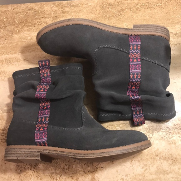 845a3365205 NWT TOMS girls boots